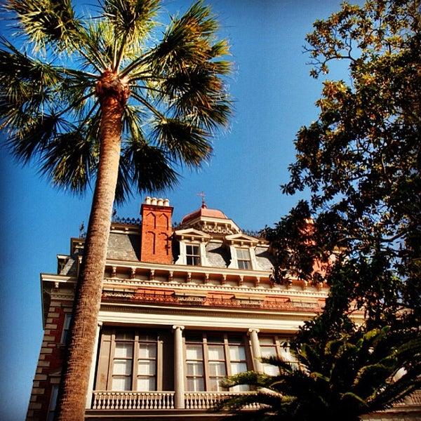 Foto diambil di Wentworth Mansion oleh Charming Inns of Charleston pada 7/6/2012