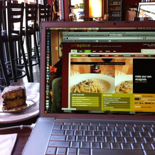 Foto tomada en Mars Cafe por Elisabeth L. el 6/19/2012