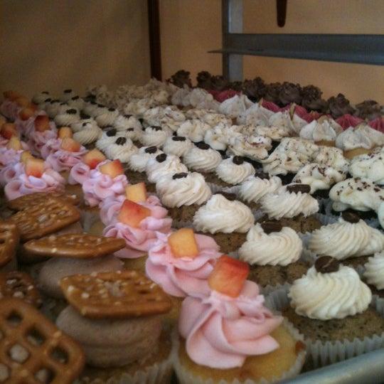 รูปภาพถ่ายที่ Prohibition Bakery โดย Amy L. เมื่อ 9/9/2012