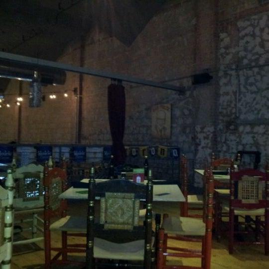 Снимок сделан в El Real Tex-Mex Cafe пользователем Zach M. 5/27/2012