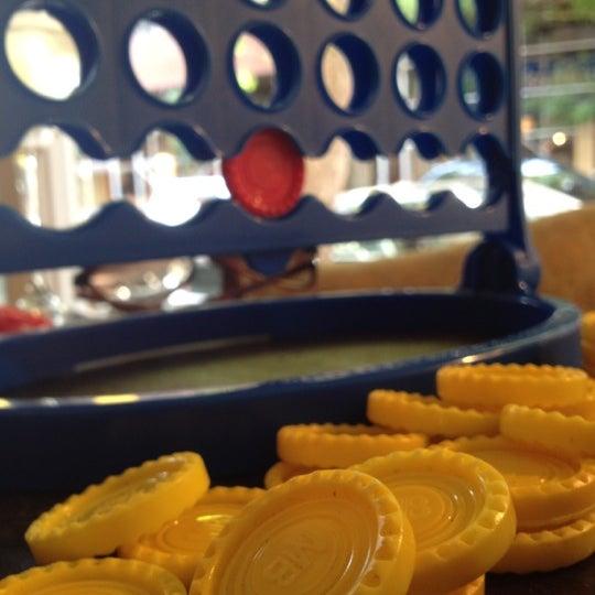 8/21/2012 tarihinde Matt S.ziyaretçi tarafından Shervin's Cafe'de çekilen fotoğraf