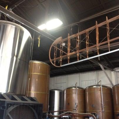 Foto tirada no(a) Hangar 24 Craft Brewery por Jason G. em 7/26/2012