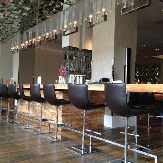 Снимок сделан в SOUTHGATE Bar & Restaurant пользователем patrick p. 3/23/2012
