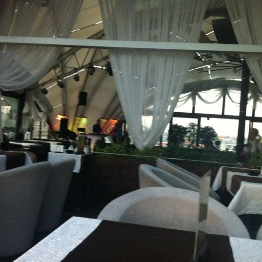 Das Foto wurde bei Panorama Lounge von Velikaya O. am 5/3/2012 aufgenommen