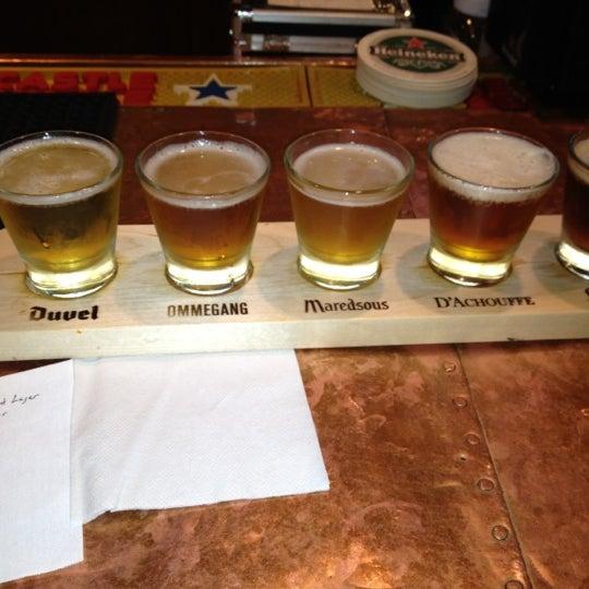 Photo prise au Mudville Restaurant & Tap House par Maggie B. le5/24/2012