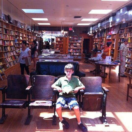 Das Foto wurde bei BookCourt von Greg P. am 6/24/2012 aufgenommen