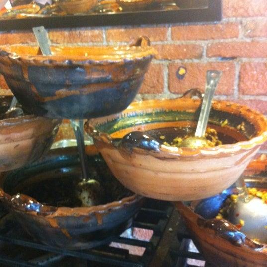 รูปภาพถ่ายที่ Tacos Gus โดย Sergio C. เมื่อ 2/24/2012