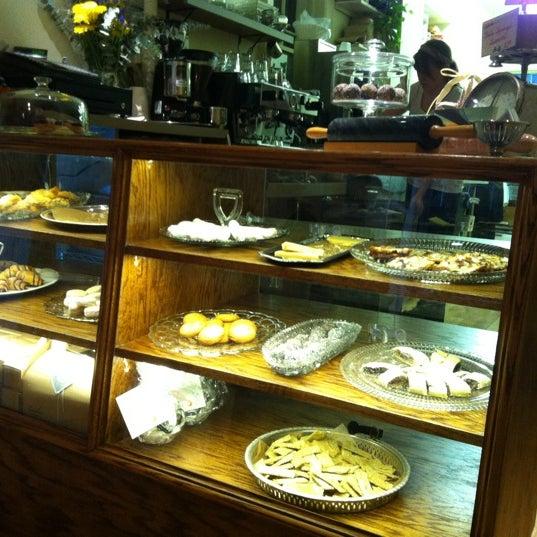 รูปภาพถ่ายที่ Zucker Bakery โดย Suri R. เมื่อ 3/31/2012
