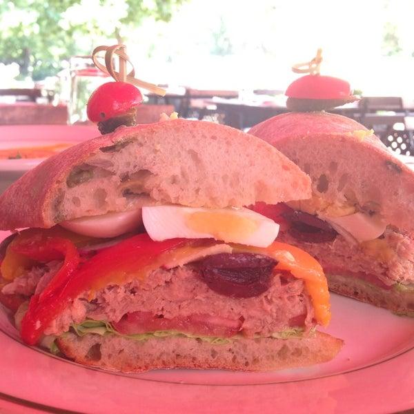 Das Foto wurde bei La Villette von Gourmet Bachelor am 8/20/2013 aufgenommen
