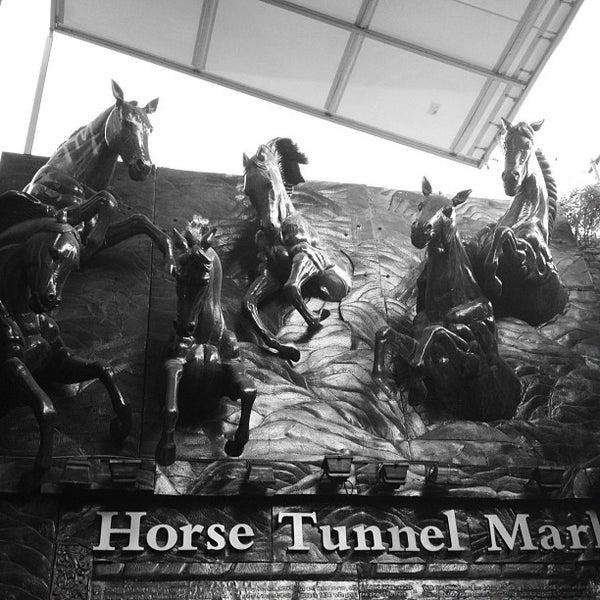 Foto tirada no(a) Camden Stables Market por Annie K. em 9/29/2012