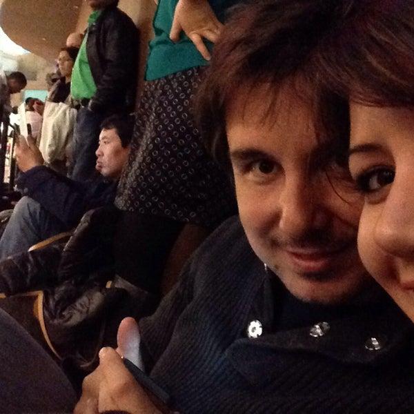 12/1/2013 tarihinde Asli A.ziyaretçi tarafından VEGAS! The Show'de çekilen fotoğraf