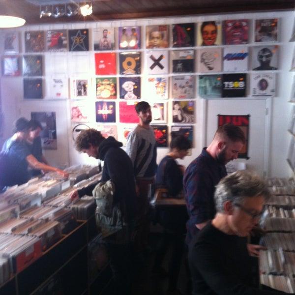 4/19/2014에 Sandrine D.님이 Music Mania에서 찍은 사진