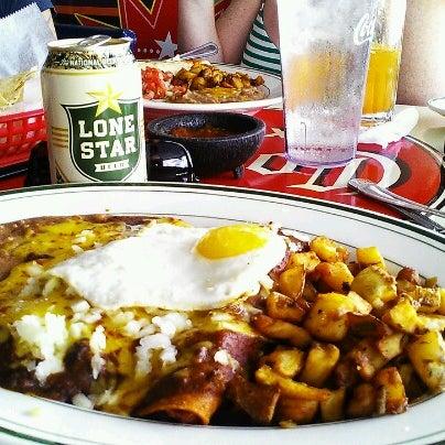 Снимок сделан в El Real Tex-Mex Cafe пользователем Jai D. 11/3/2012