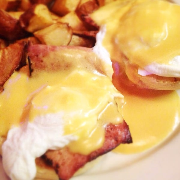 Worst eggs Benedict on Earth. Burgers aren't so bright as well. Interior is interesting though.