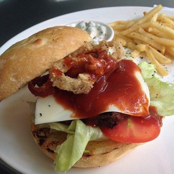 Foto scattata a Locale 24 Diner & Bar da John S. il 6/26/2014
