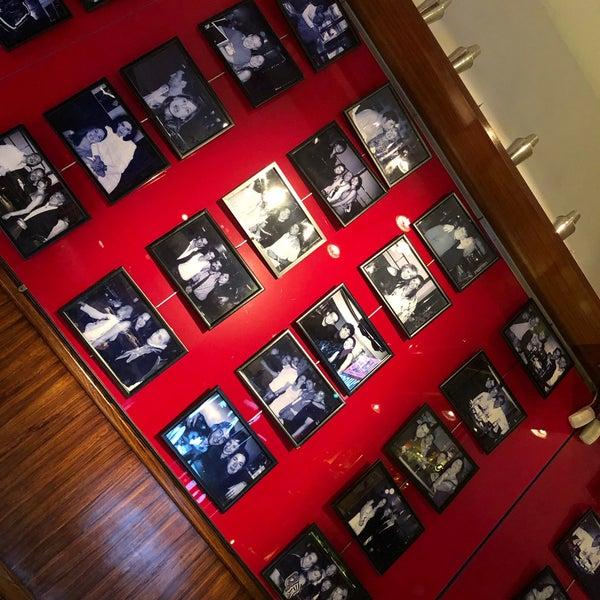 รูปภาพถ่ายที่ Museo Chicote โดย Atil Ulas B. เมื่อ 1/21/2020