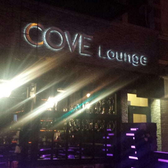 2/14/2015にNigel D.がCove Loungeで撮った写真