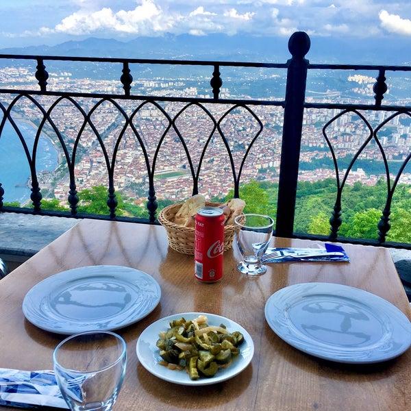 Снимок сделан в Tepe Restaurant пользователем Tuğçe U. 7/11/2020