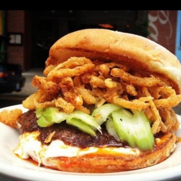 Foto tirada no(a) DMK Burger Bar por Kandice H. em 6/14/2013
