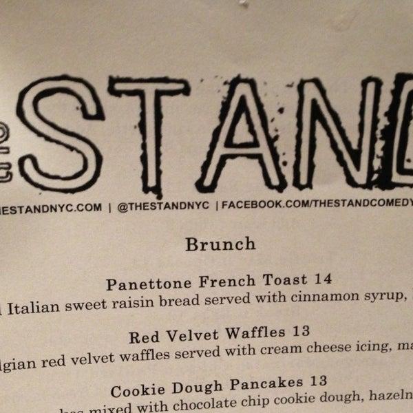 Foto tomada en The Stand Restaurant & Comedy Club por M. G. S. el 3/24/2013