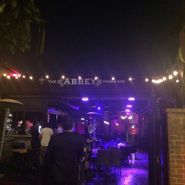 Photo prise au The Abbey Food & Bar par Wen Z. le9/30/2014