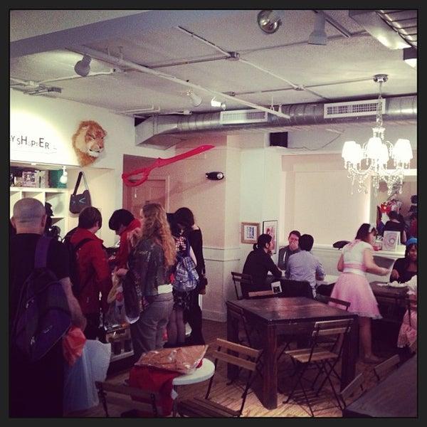 5/22/2014 tarihinde MaidCafe N.ziyaretçi tarafından Maid Cafe NY'de çekilen fotoğraf