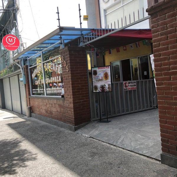 Foto tirada no(a) Momentto Café 100% Colombiano por Nayeli C. em 7/5/2018