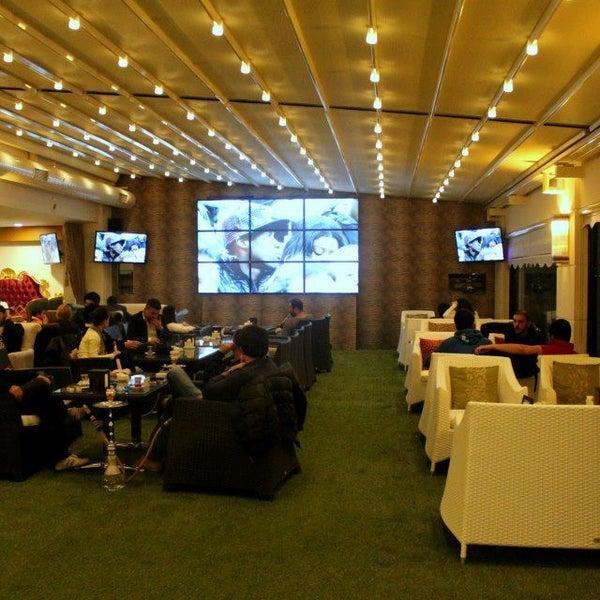 2/7/2013 tarihinde Bedii D.ziyaretçi tarafından Palace Cafe Restaurant & Bowling'de çekilen fotoğraf