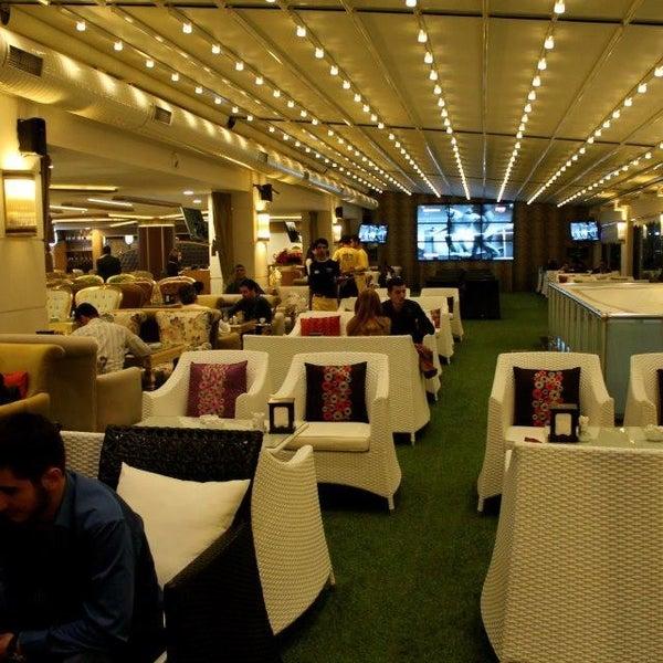 2/1/2013 tarihinde Bedii D.ziyaretçi tarafından Palace Cafe Restaurant & Bowling'de çekilen fotoğraf