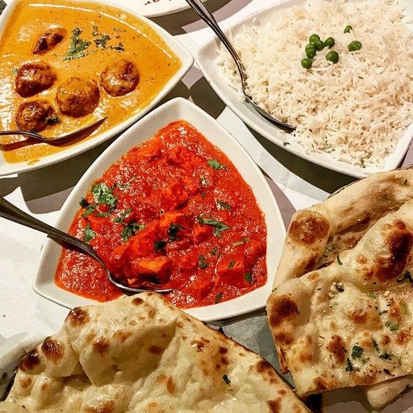Photo prise au 2 Darbar Grill Fine Indian Cuisine par Bhoomi U. le6/18/2017
