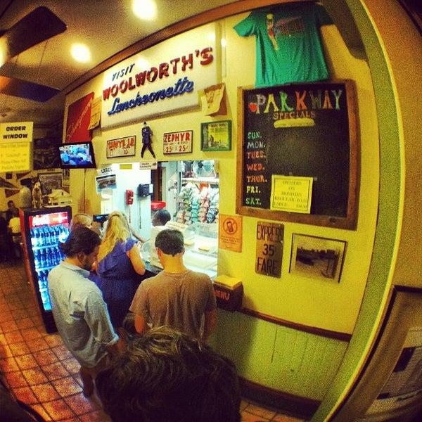 9/16/2012にDonovan F.がParkway Bakery & Tavernで撮った写真