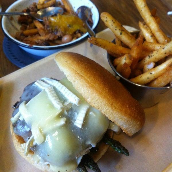 9/12/2013에 Carlos B.님이 Smokey's Burger House에서 찍은 사진