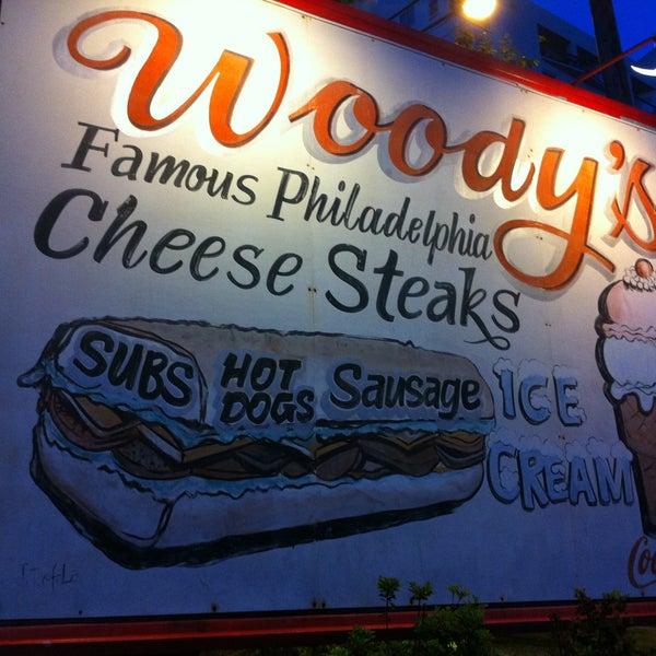 Foto scattata a Woody's Famous CheeseSteaks da Aaron J. il 5/9/2013