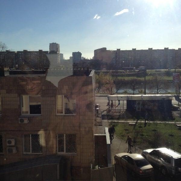 รูปภาพถ่ายที่ Троєщинський канал โดย Kiev Art C. เมื่อ 11/18/2013