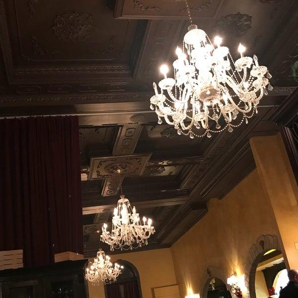 Снимок сделан в Cafe Firenze пользователем Jon Z. 12/22/2017