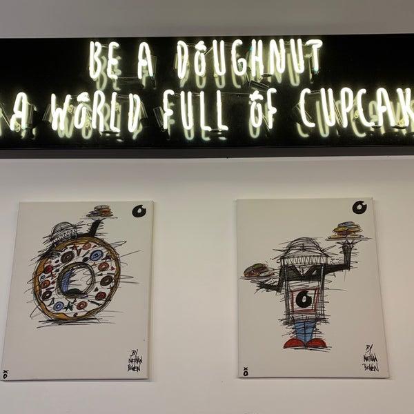 Foto diambil di Crosstown Doughnuts & Coffee oleh Lulu S. pada 11/21/2019