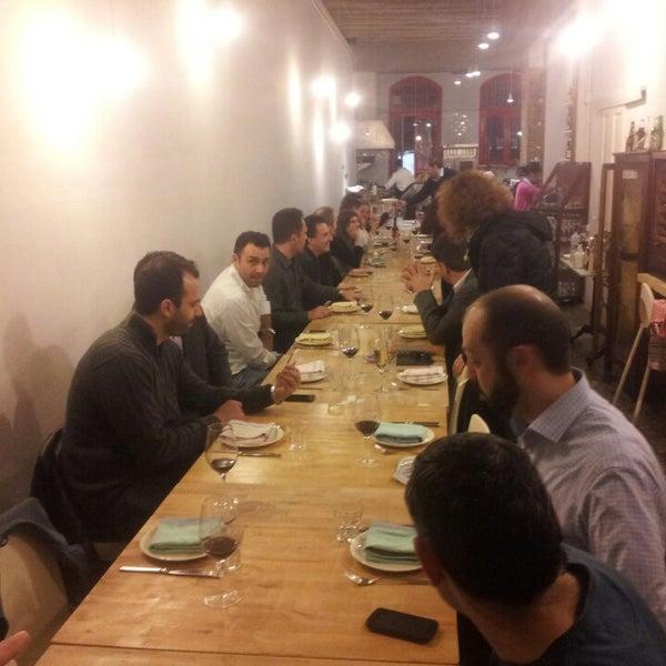 Foto tomada en La Biblioteca Gourmande por Nikolaos T. el 2/27/2014