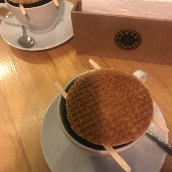 Foto tirada no(a) Cotta Coffee por Beyhan em 8/7/2018