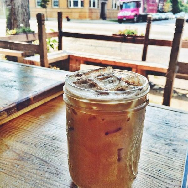Foto tomada en Ipsento Coffee House por Jenna K. el 9/29/2014