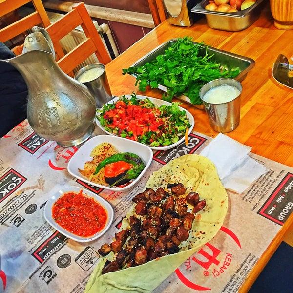 Das Foto wurde bei Mehmet Usta Kebap ve Ciğer Salonu von Aybars B. am 11/11/2015 aufgenommen