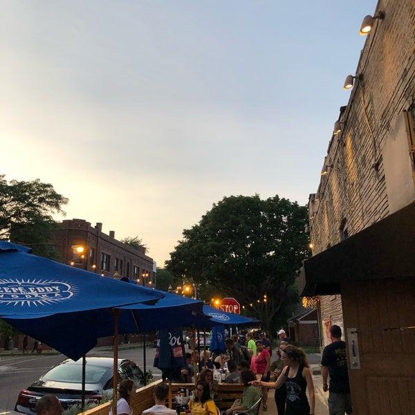 รูปภาพถ่ายที่ Lottie's Pub โดย Austin G. เมื่อ 7/25/2019