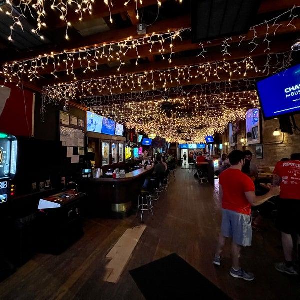 Снимок сделан в Lottie's Pub пользователем Austin G. 7/8/2021