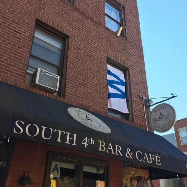 รูปภาพถ่ายที่ South 4th Bar & Cafe โดย Austin G. เมื่อ 11/7/2016