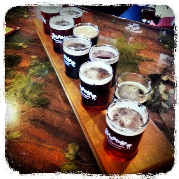 Das Foto wurde bei Strange Craft Beer Company von Heather B. am 3/31/2013 aufgenommen