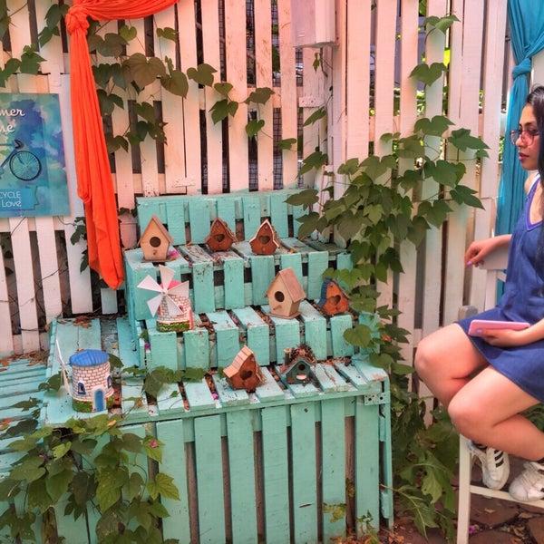 Foto tomada en Büyükada Bistro Candy Garden por Esra B. el 7/22/2017