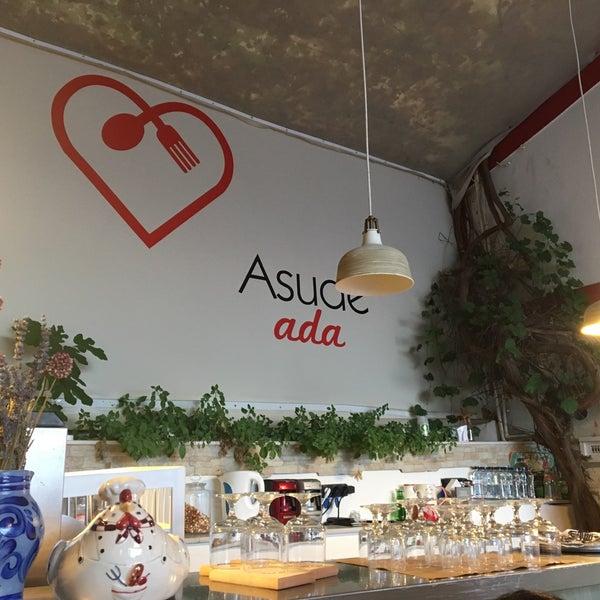 Foto tirada no(a) Asude Ada por Arzu Ç. em 7/20/2017