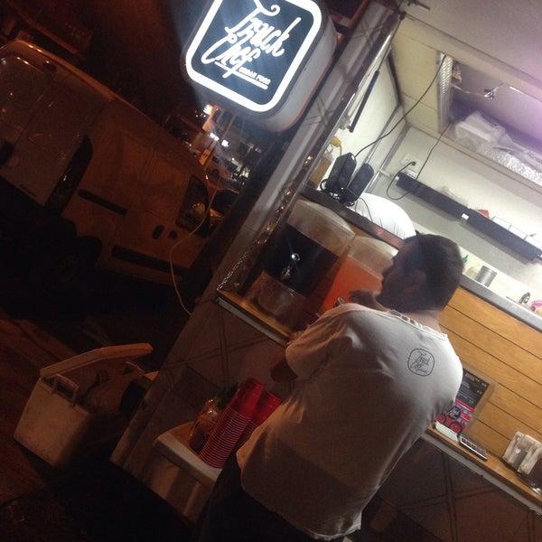 Das Foto wurde bei Truck Chef Urban Food von Abril J. am 2/7/2015 aufgenommen