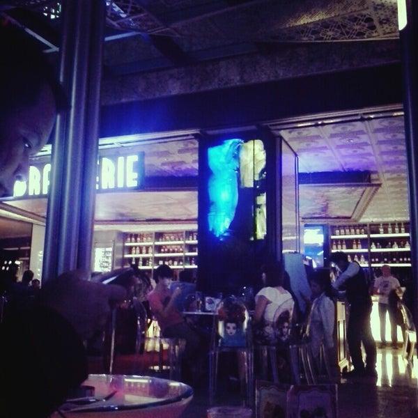 11/9/2013 tarihinde Akbar N.ziyaretçi tarafından JJ Royal Brasserie'de çekilen fotoğraf