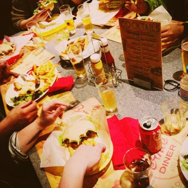 Foto scattata a Bernie's Diner da Ruben G. il 2/5/2013