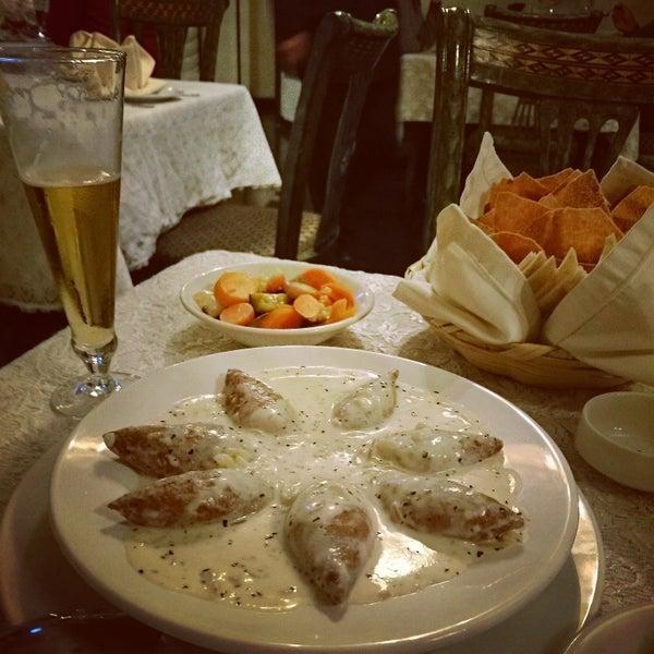 Excelente servicio y muy buena la comida. Falafel y Kibbe Labaniye. Los dulces árabes no están ricos